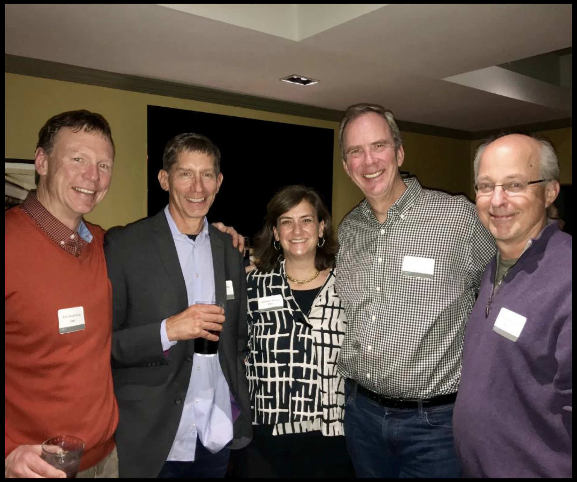 LGO alumni from the class of 1992 catch up during happy hour at the LGO Alumni conference.
